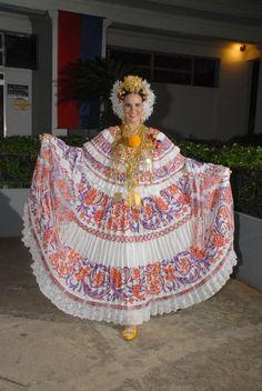 La Pollera de Panama: Festival Nacional de La Pollera 2010, Estefania Zeballos y con esta pollera, gano la Medalla Margarita Lozano en el 2014.
