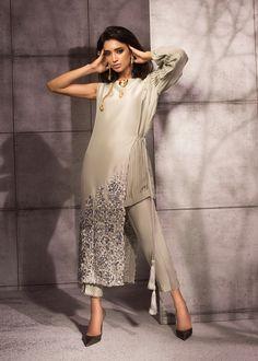Pastel Green – Saira Shakira Pakistani Bridal Dresses, Pakistani Dress Design, Pakistani Outfits, Pakistani Fashion Casual, Indian Fashion, Dress Neck Designs, Blouse Designs, Stylish Dresses, Fashion Dresses