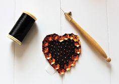 Custom'patch coeur , patch coeur , patch brodé , écusson coeur , écusson brodé , cadeau saint valentin , cadeau pour elle , customiser de la boutique Heollene sur Etsy