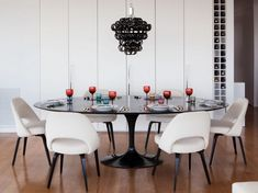 Dining Room: Contemporary Dining Room With Saarinen Black Tulip Dining Table And White Upholstered Saarinen Executive Chair: Stylish Saarinen Tulip Table Design for Perfect Family Dinner