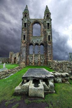 Andrews, Schottland meine Bilder sind nicht so. Andrews Cathedral Ruins, St Andrews, Scotland my pictures are not that . Abandoned Buildings, Abandoned Castles, Abandoned Places, Beautiful Castles, Beautiful Places, Places To Travel, Places To See, Places Around The World, Around The Worlds