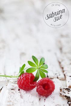 Muttertagsbrunch mit Erdbeer-Himbeer Käsesahnetorte und Bärlauch Bruschetta