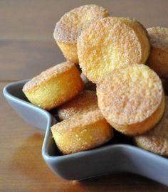 Mini-muffins au citron 3 oeufs 120g de vergeoise 50g de farine 50g de maïzéna 2 cac de levure chimique 100g de beurre 1 citron bio (pour son zeste et son jus)