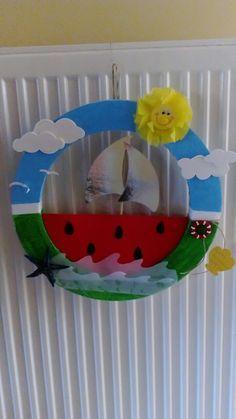 Στεφάνι καλοκαιρινό Boat Crafts, Paper Roll Crafts, Diy And Crafts, Arts And Crafts, Summer Crafts For Kids, Craft Projects For Kids, Diy For Kids, Projects To Try, 3d Wall Art