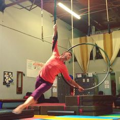 Working on some new spinning transition stuff #circus #cirque #aerial #aerialhoop #cerceau #circuseverydamnday #circusinspiration #circusartistcirque Austin, TX #skycandyaustin #lyra
