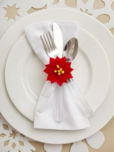 Love this simple Christmas place setting. http://www.hgtv.com/entertaining/dress-your-dining-room-for-the-holidays/pictures/page-9.html?soc=pinterest