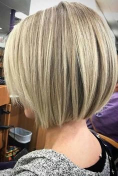 36 Latest Short Hair Trends for Winter 2017 – 2018 Elegant Short Bob Haircuts Haircuts For Fine Hair, Short Bob Haircuts, Straight Hairstyles, Layered Hairstyles, Medium Hair Styles, Short Hair Styles, Short Hair Trends, Hair 2018, Short Hair Cuts