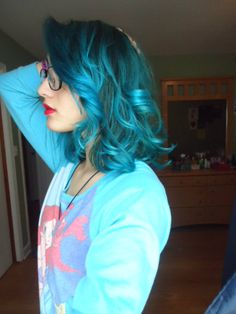 :: teal blue loose curls :: love it.