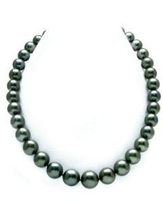 This pearl necklace certainly portrays the beauty of French Polynesia with a gorgeous and classic black Tahitian color that symbolizes all the beauty the South Sea has to offer. The pearls on the stra