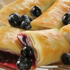 Very yummy recipe for blueberry blintzes. These fried crepes are a family favorite. Blueberry Blintzes Recipe from Grandmothers Kitchen. Just Desserts, Delicious Desserts, Yummy Food, Egg Roll Ingredients, Grandmothers Kitchen, Jewish Recipes, Israeli Recipes, Egg Rolls, Breakfast Recipes