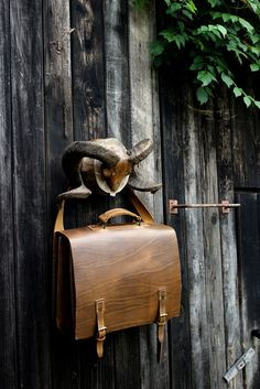 geanta business din piele naturala Old School - genuineleather. Leather Bags, Old School, Leather Tote Handbags, Leather Formal Bags, Leather Purses, Leather Bag, Leather Totes