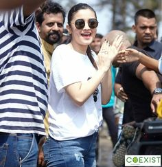 """Pallavi Bhoyar: """"On Sunday, Alia Bhatt visited the Dahanu Forest Division Office to release 'Queen' a rescued green…"""" Aalia Bhatt, Alia Bhatt Cute, Alia And Varun, Student Of The Year, Beautiful Bollywood Actress, Perfect Couple, Beautiful Person, Queen Of Hearts, Bollywood Celebrities"""