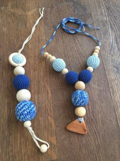 RosaPeonia – GIFT IDEAS. Nursing necklace and teething wooden toys. Handmade.  IDEA REGALO. Collana Allattamento e gioco dentizione abbinati. fatti a mano.