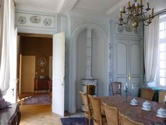 dining room in chateau