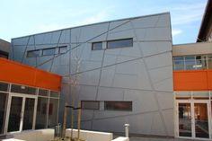 Moderne Fassadengestaltung in RHEINZINK prePATINA blaugrau