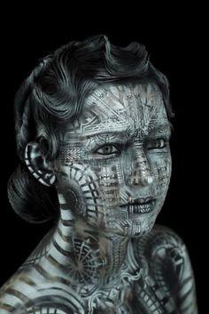 Geisha & Metropolis – 10 body-paintings of great beauty by Michael Rosner
