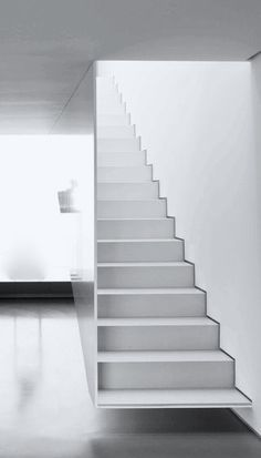 Staircase ideas - design and layout ideas to inspire your own staircase remodel, painted diy, decorating basement remodel pictures - Modern staircase ideas Interior Stair Railing, Staircase Handrail, Staircase Remodel, Staircase Design, Staircase Ideas, Stairs To Heaven, Concrete Stairs, Modern Stairs, A Frame House
