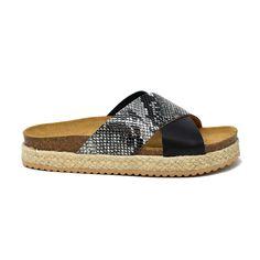 Espadrilles, Sandals, Shoes, Fashion, Flat Sandals, Black Necklace, Espadrilles Outfit, Moda, Shoes Sandals