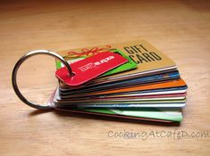Save Space In Your Wallet & Organize All Your Gift & Store Rebate Cards .Save Space In Your Wallet & Organize All Your Gift & Store Rebate Cards By Putting A Hole Punch through them and adding them to key ring . Do It Yourself Organization, Storage Organization, Card Storage, Pantry Storage, Jewelry Organization, Tarjetas Diy, Life Hacks, Card Organizer, Do It Yourself Home