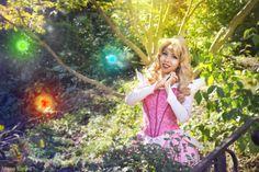 Photo of Momo Kurumi cosplaying Princess Aurora (Sleeping Beauty) Sleeping Beauty Cosplay, Disney Sleeping Beauty, Curled Blonde Hair, Blonde Wig, Princess Fairytale, Princess Aurora, Star Gossip, Violet Eyes, Briar Rose