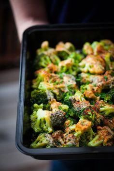 Ugnsgratinerad broccoli