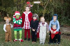 This DIY Grinch movie group costume is adorable! - C.R.A.F.T. #grinchcostume #diycostumes Grinch Halloween, Grinch Costumes, Best Diy Halloween Costumes, Mom Costumes, Grinch Party, Hallowen Costume, Family Costumes, Costume Ideas, Dumb And Dumber Costume