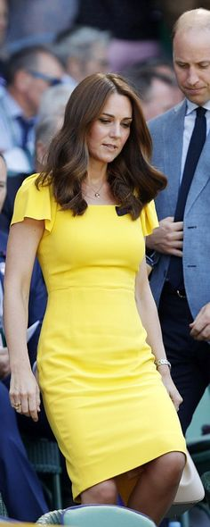 """Duchess Catherine in Dolce & Gabbana Resort 2017 dress & """"Miss Sicily"""" handbag and the Asprey Woodland Charms collection necklace & """"Oak Leaf"""" hoop earrings at Wimbledon, July 2018 Kate And Pippa, Kate And Meghan, Kate Middleton Dress, Kate Middleton Style, Duchess Kate, Duchess Of Cambridge, Everyday Dresses, Princess Kate, Crepe Dress"""