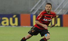 """Em entrevista para o site """"Superesportes"""" o o empresário Marcos Portela confirmou interesse de Cruzeiro e Ponte Preta pelo lateral Renê."""