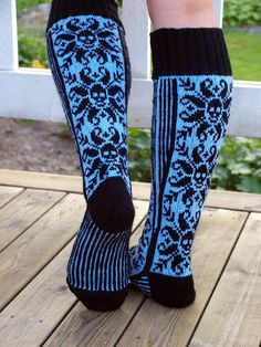 Get inspired by amazing knitting projects on Craftsy! - Page 44 My Socks, Cool Socks, Awesome Socks, Halloween Knitting, Knitting Patterns, Crochet Patterns, Knitting Socks, Knit Socks, Patterned Socks