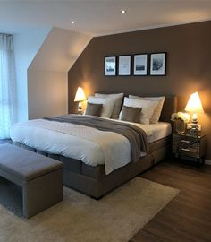 55 Beautiful Bedroom Decorating Ideas These trendy Home Decor ideas would gain you amazing compliments. Couple Bedroom, Small Room Bedroom, Home Bedroom, Bedroom Decor, Bedroom Ideas, Small Rooms, Interior Decorating, Interior Design, Decorating Ideas