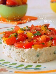 er par laver les tomates et les couper en petit des. Arroser les tomates de jus de citron ainsi que d'huile d'olive. Saler et poivrer. Effeuiller du basilic. Bien mélanger le tout et laisser reposer quelques minute la marinade. Égoutter la boite de thon et l'écraser à la fourchette. ajouter le fromage frais (philadelphia). Ajouter le persil et mélanger le tout. En utilisant un cercle tasser la rillette de thon, et couvrir de tartare de tomate. Réserver au frais jusqu'au moment de servir.
