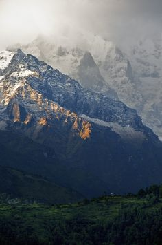 Annapurna Sunset (by carl.s.zhang)  Source: flickr.com  #landscape #mountains