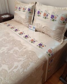 Designer Bed Sheets, Embroidery Patterns, Diy And Crafts, Decoration, Hand Painted, Bedroom, Sewing, Crochet, Furniture