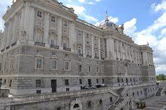 Palacio real de Madrid, en cuyas obras surgió la Real Academia madrileña de Bellas Artes de San Fernando.