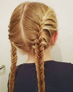 Fishtail Friday #fishtailbraid #fishtail #braids #hairforschool #hairforlittlegirls #girlyhair #braidymom