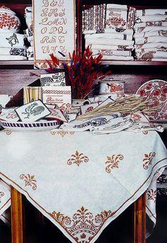 La tecnica della stampa a ruggine viene usata dai tintori romagnoli per valorizzare tele, copriletti, tende, grembiuli e tovaglie in fibre naturali.