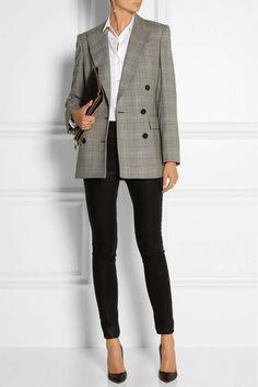 Come vestirsi a 50 anni - Blazer gessato e pantaloni neri