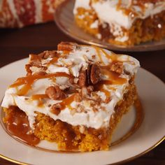 Pumpkin Spice Poke Cake We can't let fall pass without making as many pumpkin desserts as possible. This easy poke cake is filled with caramel and topped with whipped cream for an exceptionally Thanksgiving Desserts, Fall Desserts, Just Desserts, Delicious Desserts, Yummy Food, Passover Desserts, Delicious Cookies, Christmas Desserts, Healthy Desserts