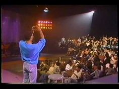 Bobby McFerrin Walking on the Beat!    ♫ CLICK through to watch the video or RE-PIN for later!    ♫