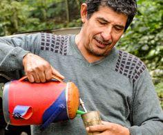 Morador da Ciudad del Este saboreando seu Tereré. O famoso chá gelado é acompanhamento perfeito para a Sopa Paraguaya!