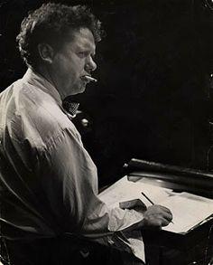 """Dylan Thomas, durante el ensayo de """"Bajo el bosque de leche"""" en 1953.  (Foto de Rollie McKenna)"""