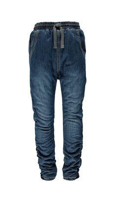 Jeans  Jeans findes i mange forskellige modeller og farver. POMPdeLUX har lige den pasform, som passer dit barn allerbedst. Der er både baggy, slimfit og jeggins til både store og små piger. Vores jeans har masser af fine detaljer, og er slidstærke til hverdagens leg. Kombiner dine favorit jeans eller jeggins med en lækker tunika og pift dit outfit op. Vores bukser, jeggings og jeans går fra størrelse 80 cm til 152 cm, og der er masser af inspiration at hente til børnenes garderobe.: ...