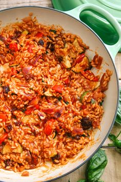 A deliciously creamy risotto that is BURSTING with flavour Creamy Tomato & Roasted Veg Risotto (Vegan) - Tomato & Roasted Mediterranean Vegetable Risotto Veggie Recipes, Vegetarian Recipes, Dinner Recipes, Cooking Recipes, Healthy Recipes, Vegan Vegetarian, Vegan Meals, Quick Recipes, Holiday Recipes