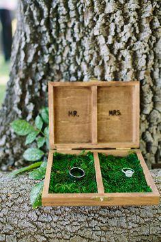 Pudełko na obrączki ślubne   fot. Driver Photo  Więcej na blogu ślubnym Madame Allure!