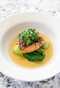 This delicate and fragrant salmon in ginger and lemongrass broth with steamed bok choy is simply delicious and perfect dinner for two. dinner salmon Salmon, Bok Choy & Lemongrass Broth - Temptation For Food Salmon Recipes, Fish Recipes, Seafood Recipes, Asian Recipes, Gourmet Recipes, Cooking Recipes, Healthy Recipes, Fancy Recipes, Gourmet Desserts