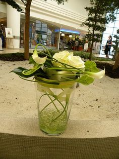 Composition florale on pinterest ikebana orchids and for Composition florale table
