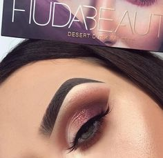 Makeup Idea 2018 Huda Beauty is our makeup inspiration! This eyeshadow palette is just gorgeous and the shades have such great range you can really create tons of new creative looks with this! Discovred by : My Beautiful Site Huda Beauty Eyeshadow Palette, Eyeshadow Basics, Smokey Eye Makeup, Eyeshadow Looks, Makeup Eyeshadow, Eyeshadows, Lipsticks, Eyeshadow Ideas, Blue Eyeshadow