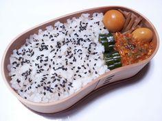 2012年10月23日(火) 玉ひもの炊いたん,豆をミートソースで炊いたん,きゅうり糠漬け,胡麻塩かけご飯