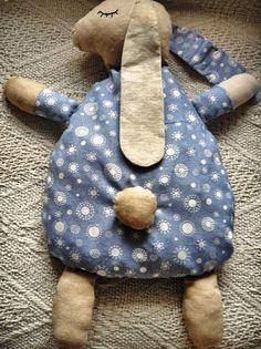 jak ušít nahřívací polštářek, šitá hrčka pro děti , návod jak ušít ovci, jednoduché šití, šití pro začátečníky, fotonávod , jak šít, jak udě... Cute Pillows, Kids Pillows, Fabric Toys, Baby Born, Textiles, Sewing Toys, Cute Bunny, Pet Toys, Templates