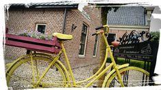 Oude fiets geverfd met English Yellow en Scandinavian Pink ~ Old bicycle painted in English Yellow and Scandinavian Pink